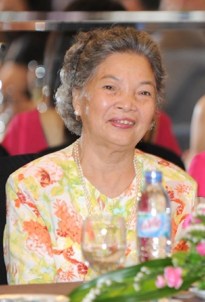 NSND Le Khanh ke su viec khien me xau ho, phai bo san khau-Hinh-3