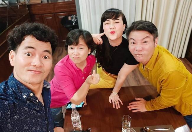 """Chet cuoi Cong Ly tao dang """"pha dam"""" ben Xuan Bac, Van Dung"""