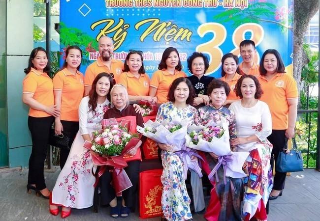 NSND Tu Long danh loi ngot ngao den vo kem 12 tuoi-Hinh-7