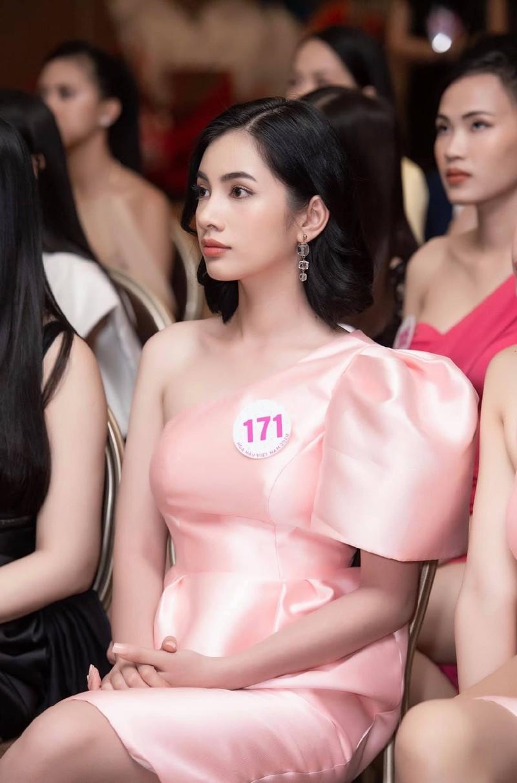 Doan Hai My va loat thi sinh gay tiec nuoi o Hoa hau Viet Nam-Hinh-12