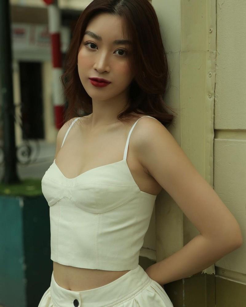 Ngam 6 dai dien nhan sac Viet trong thap ky qua-Hinh-8