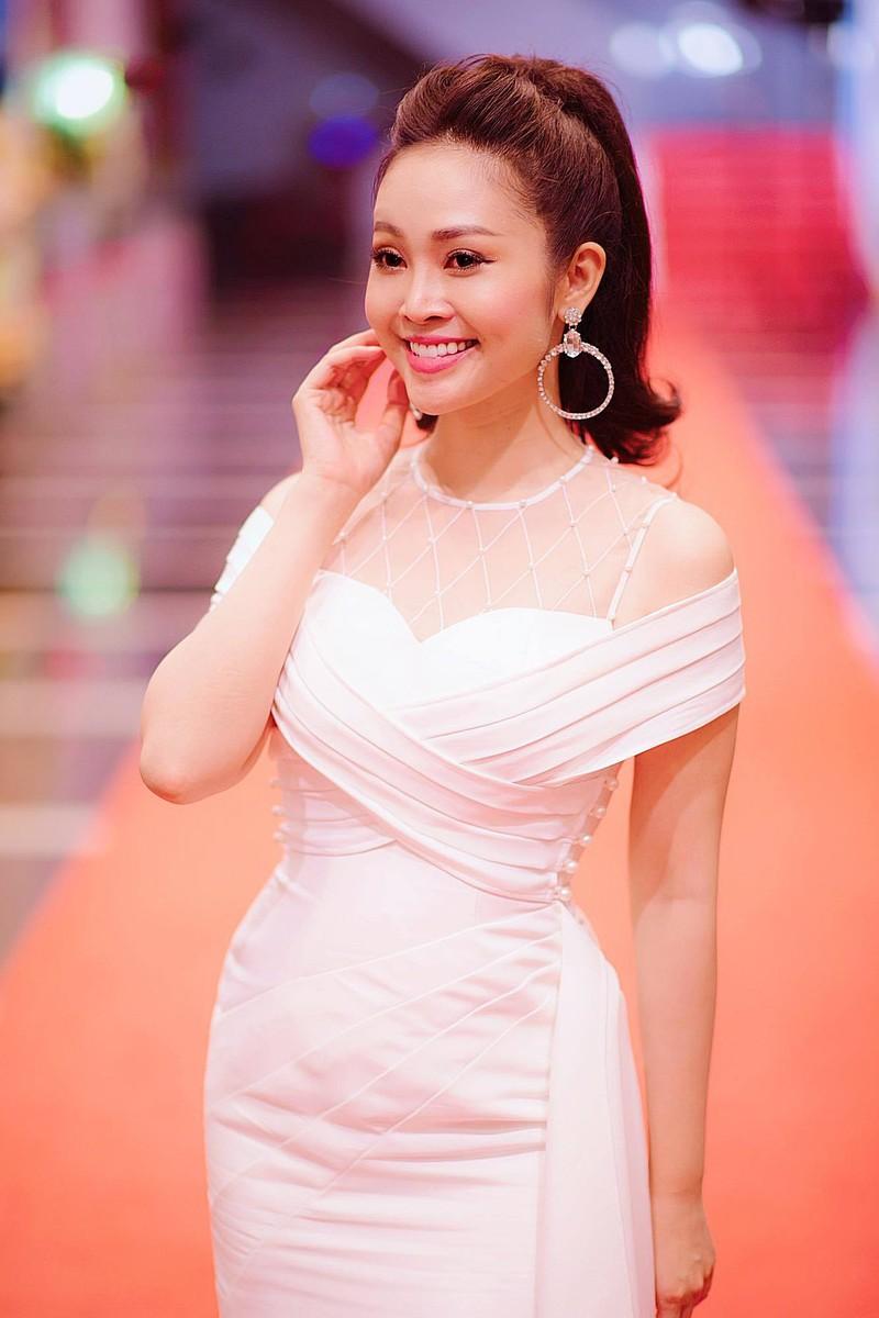 MC Thuy Linh VTV sap ket hon voi ban trai kem 5 tuoi-Hinh-2