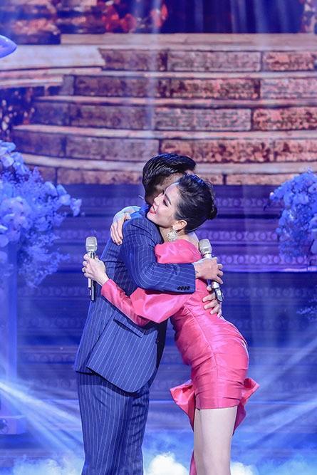 Tuan Hung an uong cung chong cu Le Quyen, tam su gay chu y-Hinh-5
