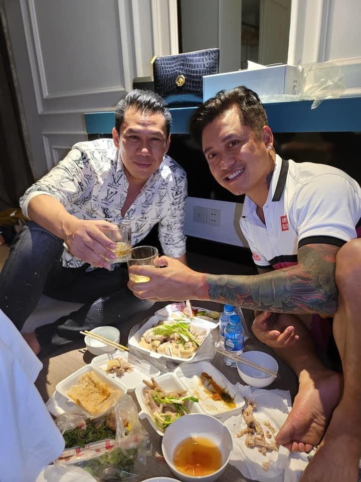Tuan Hung an uong cung chong cu Le Quyen, tam su gay chu y