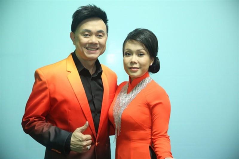 Hoai Linh - Viet Huong khong the theo may bay dua Chi Tai ve My-Hinh-3