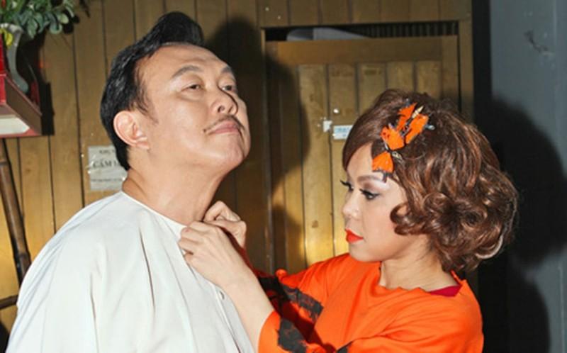 Hoai Linh - Viet Huong khong the theo may bay dua Chi Tai ve My-Hinh-4