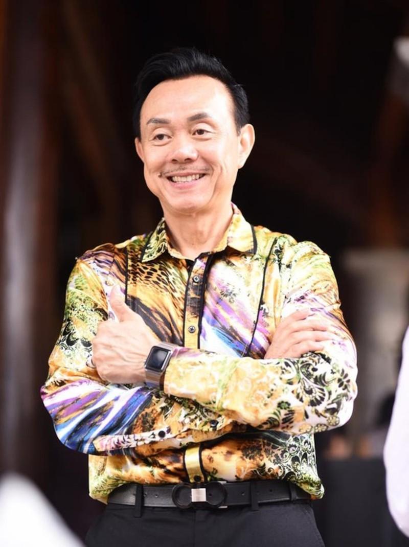 Hoai Linh - Viet Huong khong the theo may bay dua Chi Tai ve My