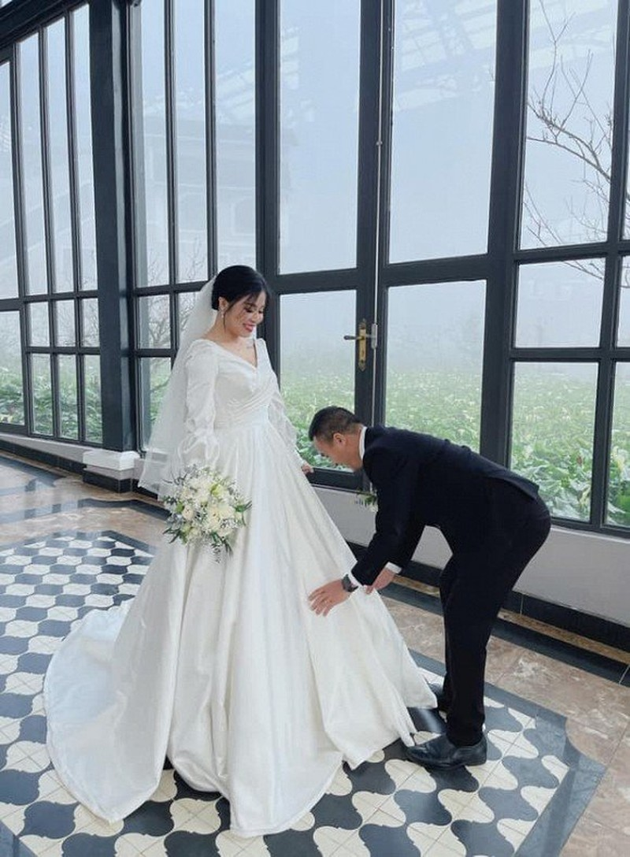 MC Hoang Linh tung anh cuoi, nghi van sap len xe hoa lan hai-Hinh-2