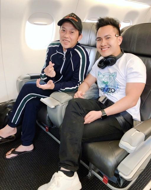 Con trai Hoai Linh toi vieng mo nghe si Chi Tai tai My-Hinh-4