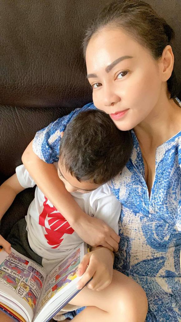 5 tuoi, con trai Thu Minh da biet doc truyen, lam toan thanh thao-Hinh-5
