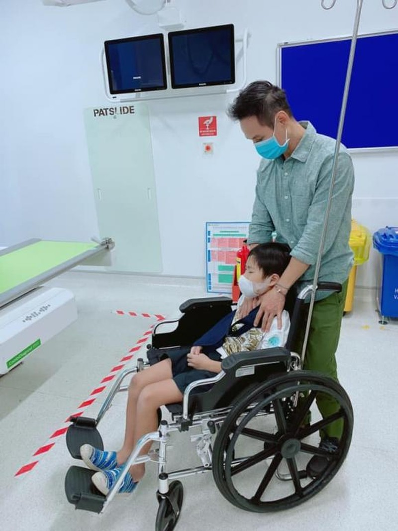 Con trai cua Ly Hai - Minh Ha gay tay dip Tet phai bo bot-Hinh-2
