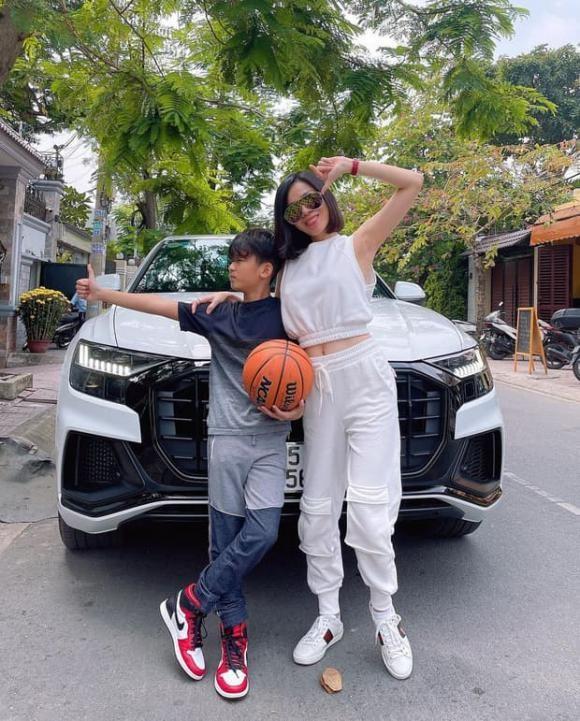 Con trai Le Quyen: Di choi tren sieu xe Audi, chan mang Air Jordan-Hinh-2