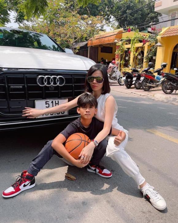Con trai Le Quyen: Di choi tren sieu xe Audi, chan mang Air Jordan