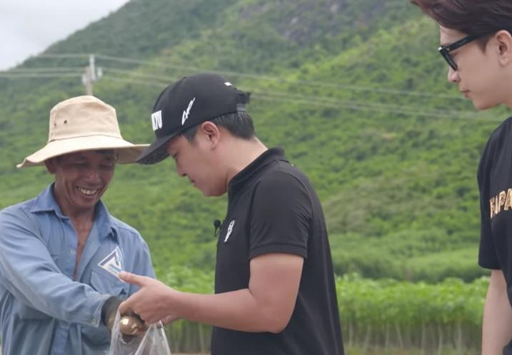 Truong Giang, Chi Dan mua 2 tan khoai mi giup dan nhung chi lay1kg