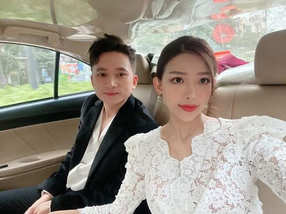 Nghi van lo thiep cuoi cua Phan Manh Quynh va ban gai-Hinh-3