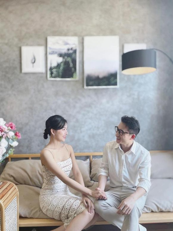 Nghi van lo thiep cuoi cua Phan Manh Quynh va ban gai