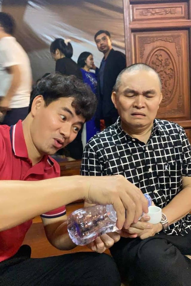 Quoc Khanh, Cong Ly va dan nghe si mung NSND Tu Long len lao-Hinh-2