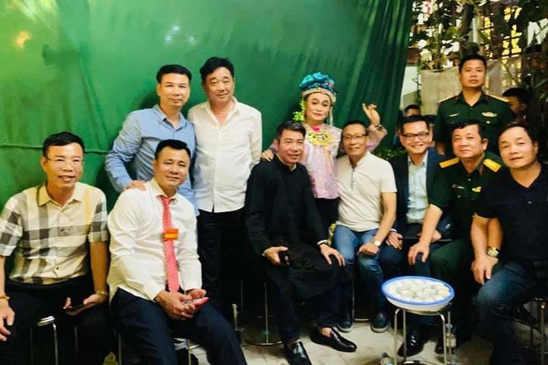 Quoc Khanh, Cong Ly va dan nghe si mung NSND Tu Long len lao-Hinh-4
