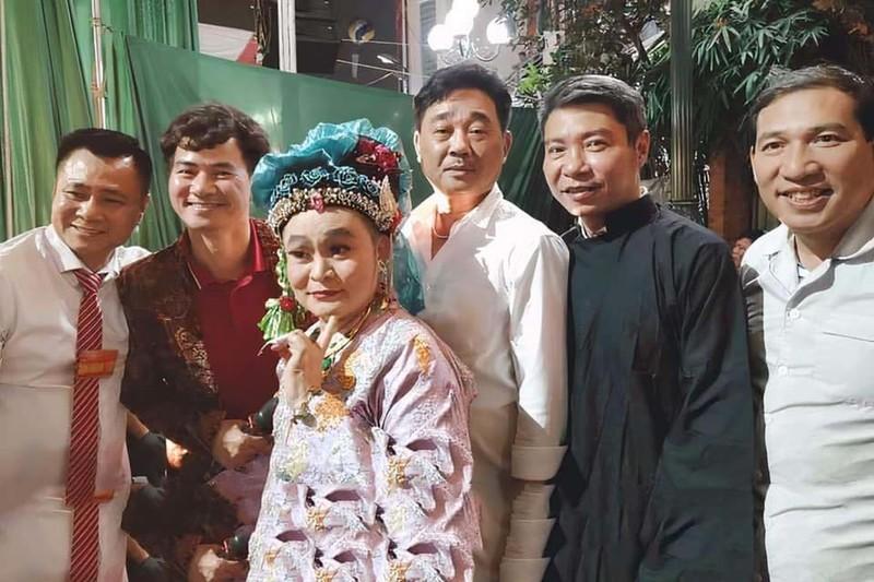 Quoc Khanh, Cong Ly va dan nghe si mung NSND Tu Long len lao-Hinh-5