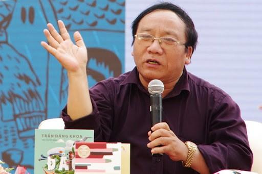Hoang Nhuan Cam trong mat NSND Tu Long, MC Thao Van-Hinh-2