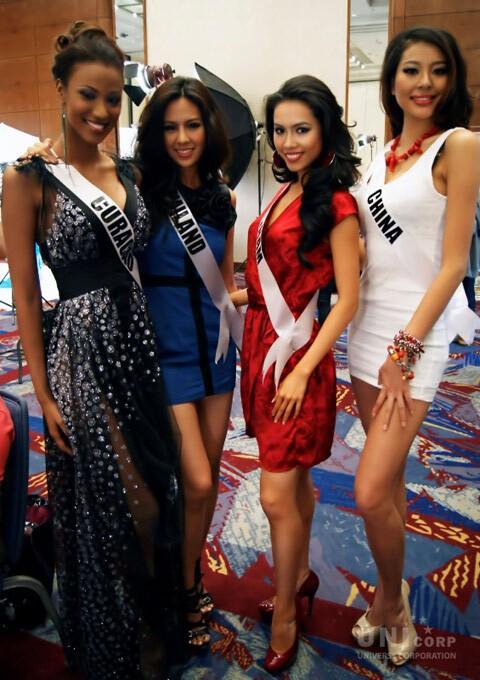 Nguoi dep choi xau Hoang My tai Miss Universe 2011 la ai?-Hinh-7