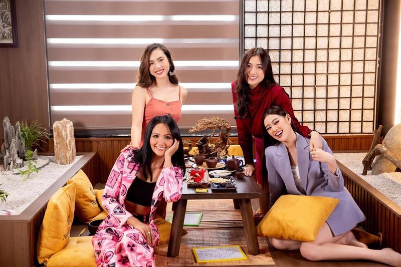 Nguoi dep choi xau Hoang My tai Miss Universe 2011 la ai?