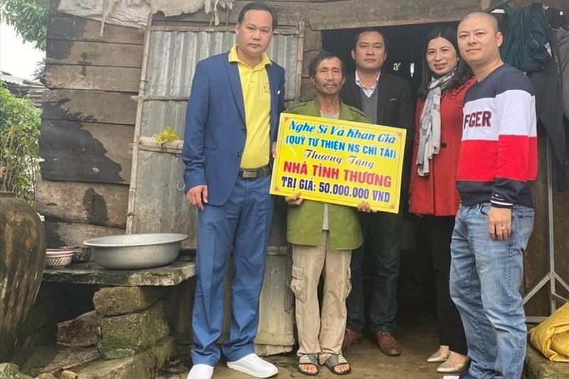 """Khan gia cho Hoai Linh sua sai, """"nga o dau dung len o do""""!-Hinh-2"""