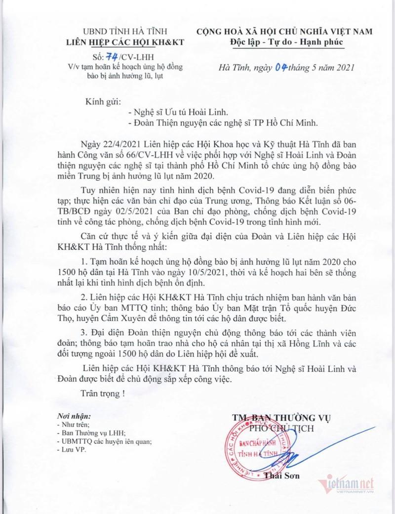 Dai dien NSUT Hoai Linh da trao 9 ty cho 4 tinh mien Trung-Hinh-2