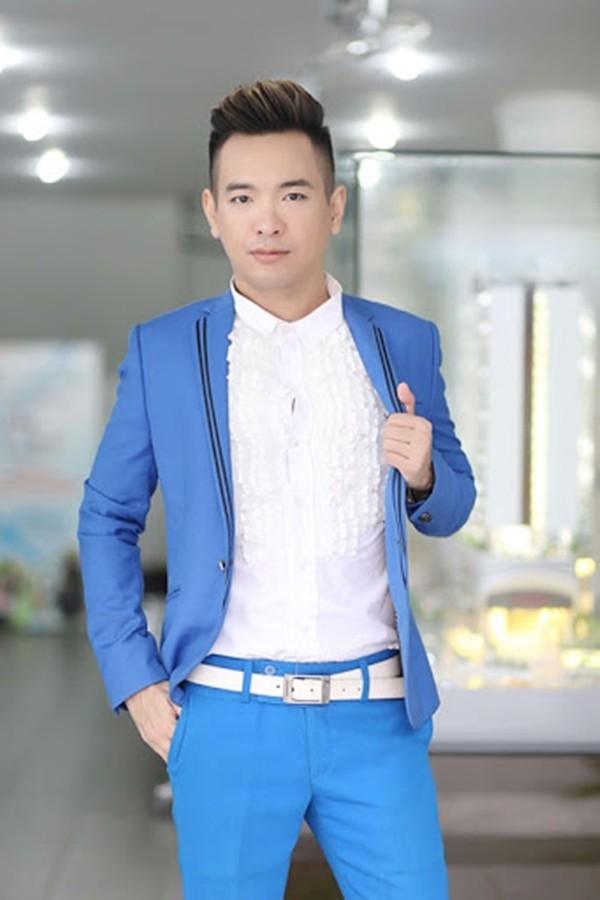 Ca si Viet Quang viem phoi nang nhap vien, sot lien tuc, me sang-Hinh-3
