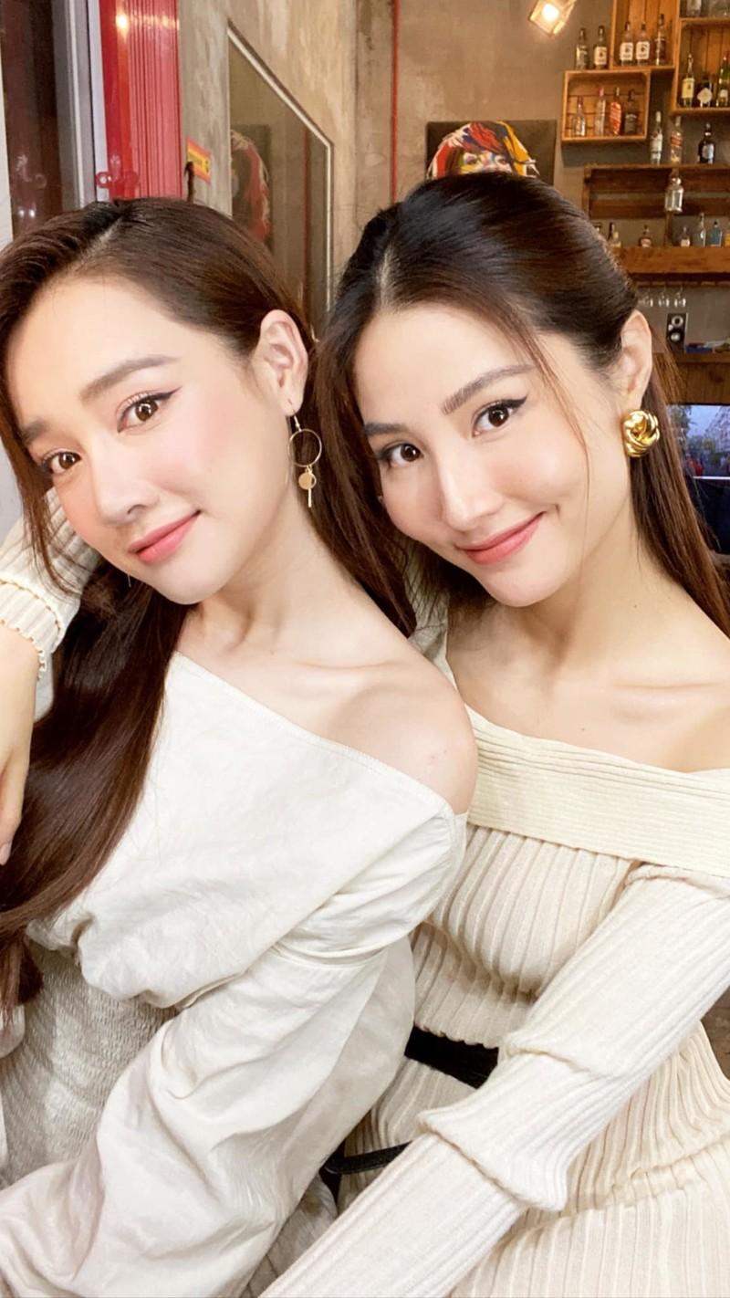 Dien vien Nha Phuong do ve xinh tuoi voi Diem My 9X