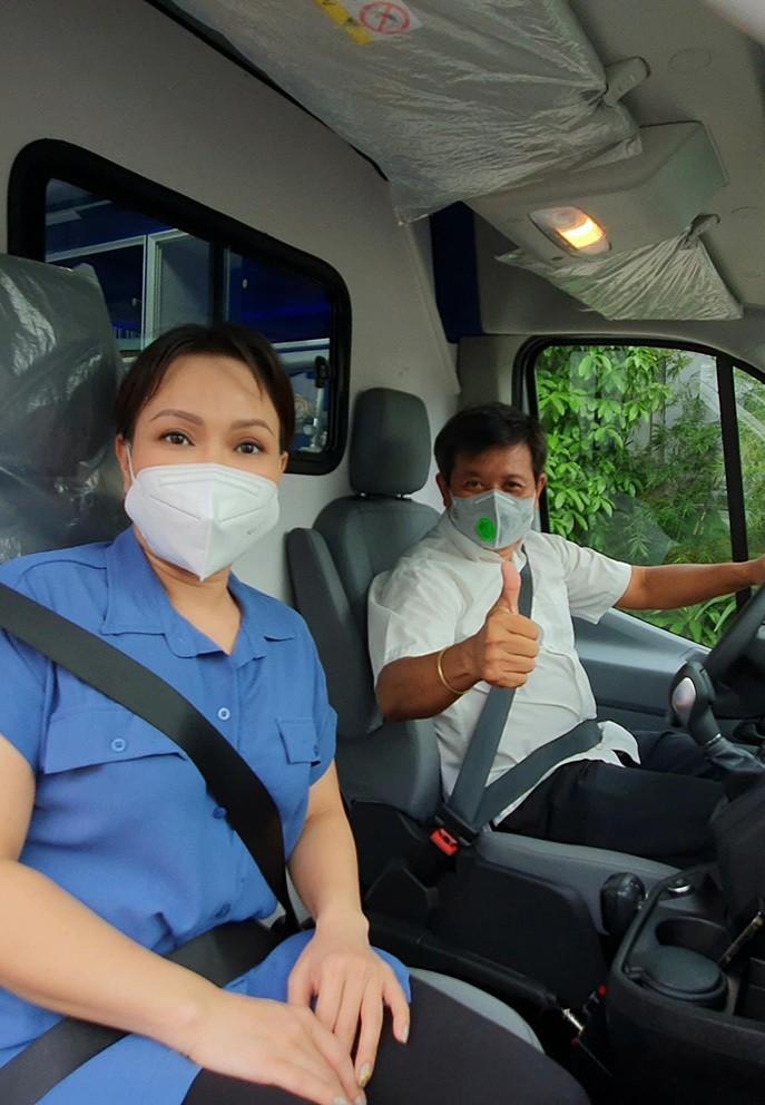 Viet Huong giao xe cuu thuong 2,5 ty cho ong Doan Ngoc Hai-Hinh-3