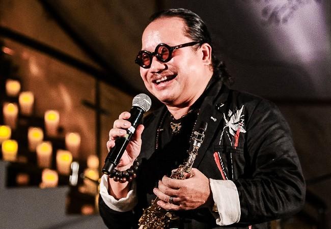 Nghe si saxophone Tran Manh Tuan hoi tinh, roi nuoc mat khi vo goi