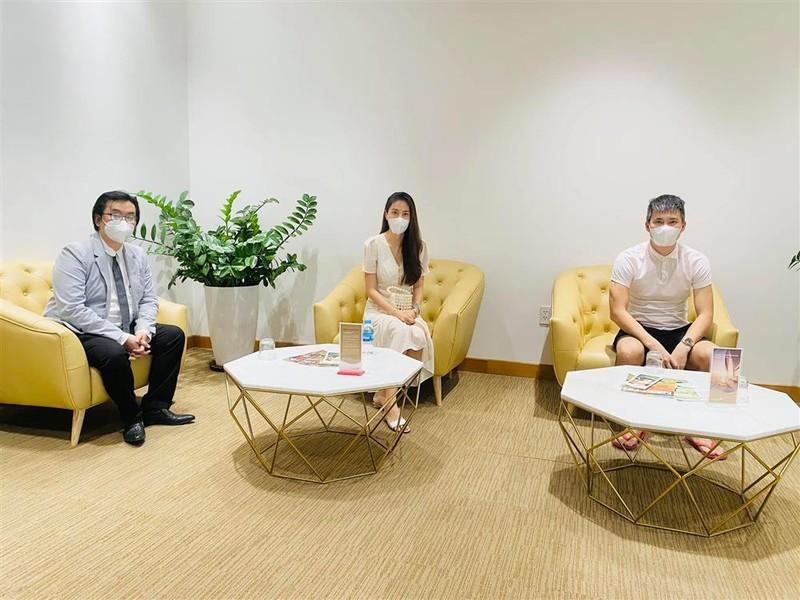 "Outfit di sao ke: Cong Vinh ""keo khoa quan"", Thuy Tien xinh het nac-Hinh-7"