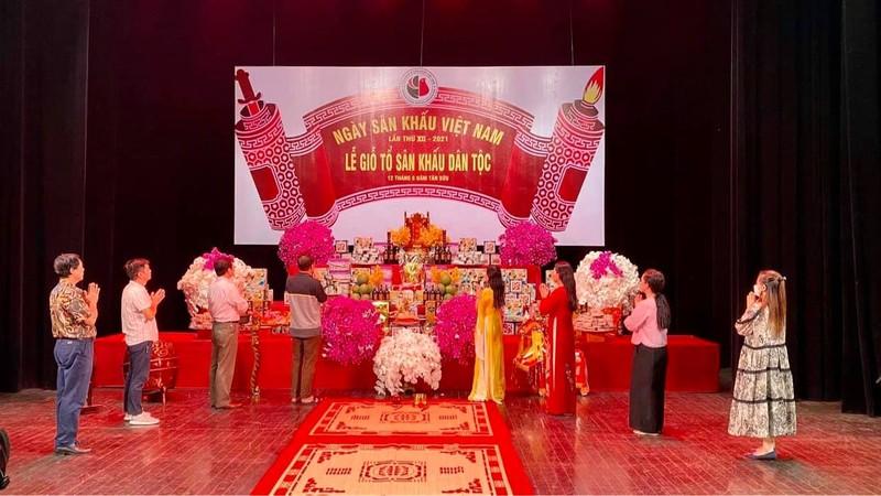 Dam Vinh Hung cung To nghe hoanh trang, cau toa sang them 10 nam-Hinh-10