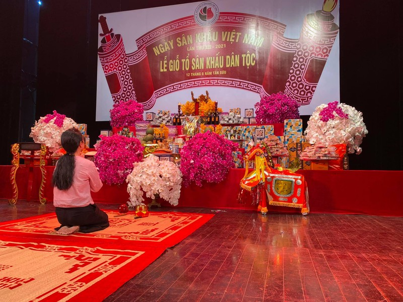 Dam Vinh Hung cung To nghe hoanh trang, cau toa sang them 10 nam-Hinh-9