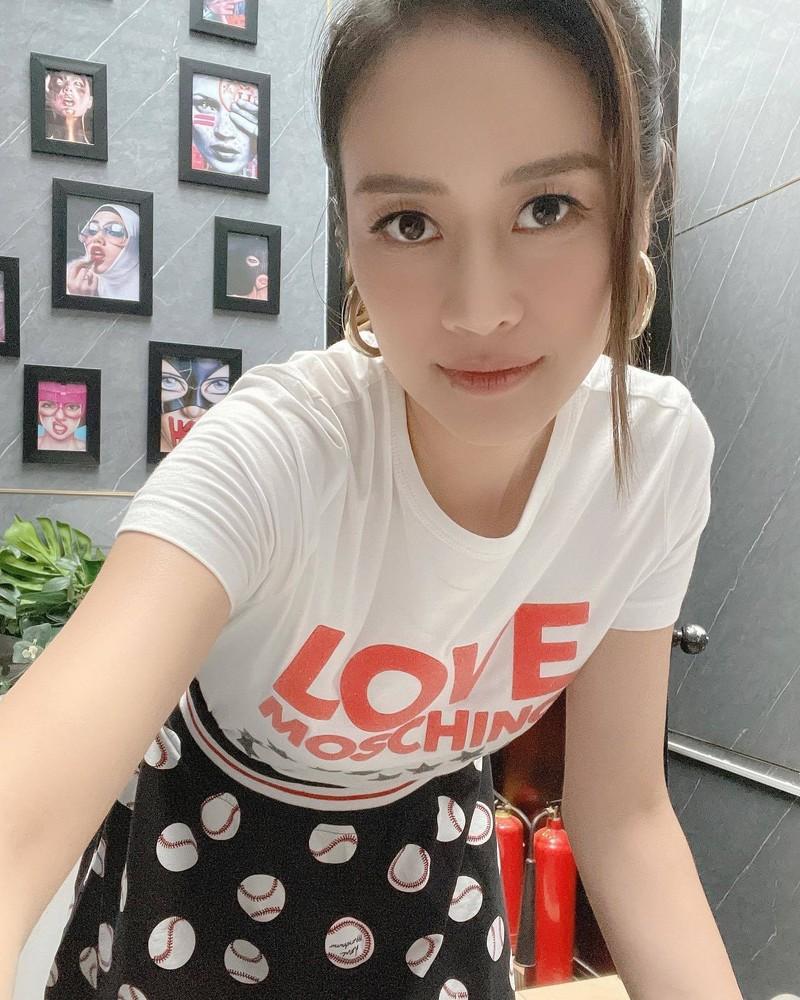 Nhan sac xinh dep cua MC Phi Linh VTV o tuoi 32