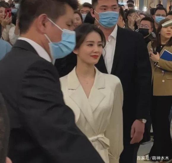 "Soi cam thuong: Luu Diec Phi chuan than tien, Pham Bang Bang ""xinh xiu""-Hinh-8"