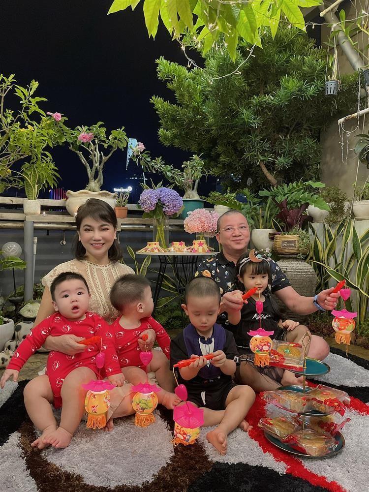 Diep Lam Anh cho bo me chong len song sau on ao hon nhan-Hinh-2