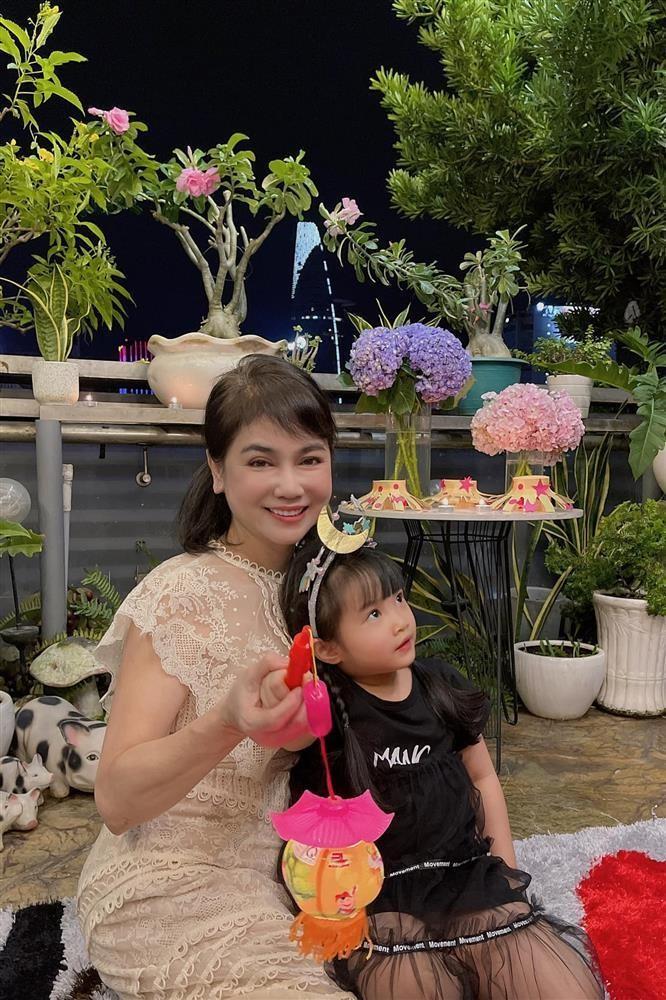 Diep Lam Anh cho bo me chong len song sau on ao hon nhan-Hinh-3