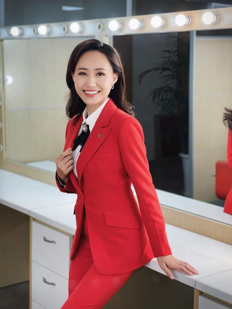 MC Xuan Anh thoi tiet VTV xinh dep trong le an hoi-Hinh-5
