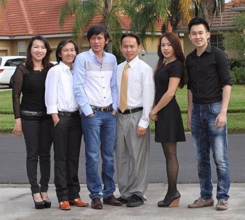 Tang le bo NS Hoai Linh: Gia dinh mien nhan phung dieu, vong hoa-Hinh-2