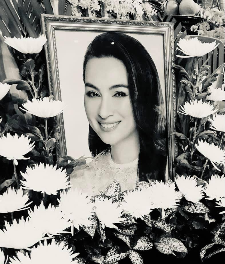 Ca si Phi Nhung duoc dua di hoa tang