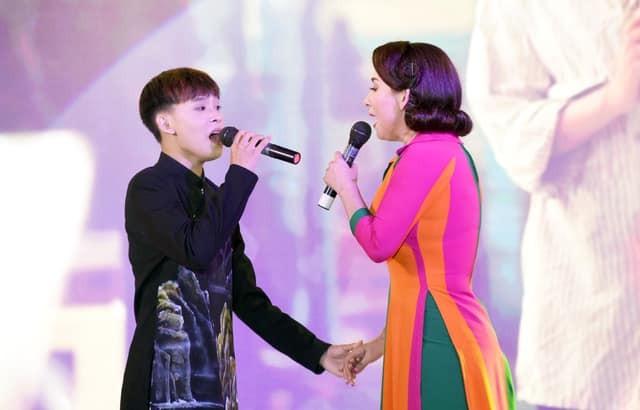 Bau show hai ngoai tiet lo soc ve cat-se cua Ho Van Cuong-Hinh-3