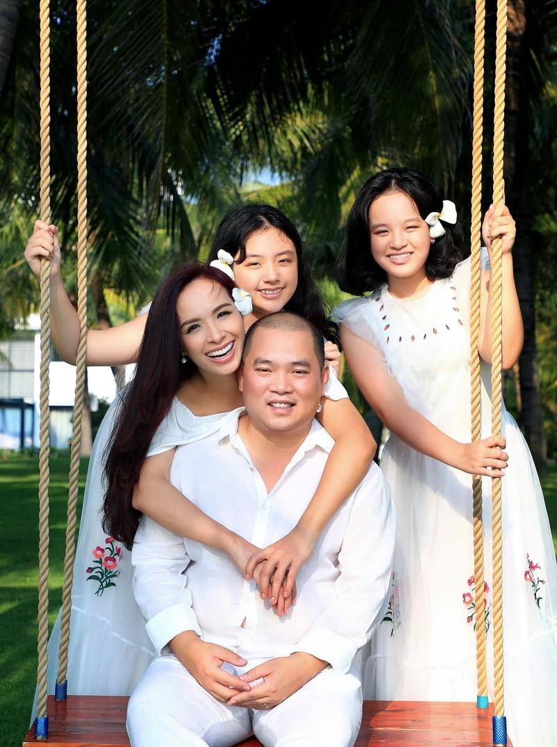 Gia dinh Thuy Hanh ve nha sau gan 4 thang ket ngoai dao-Hinh-2