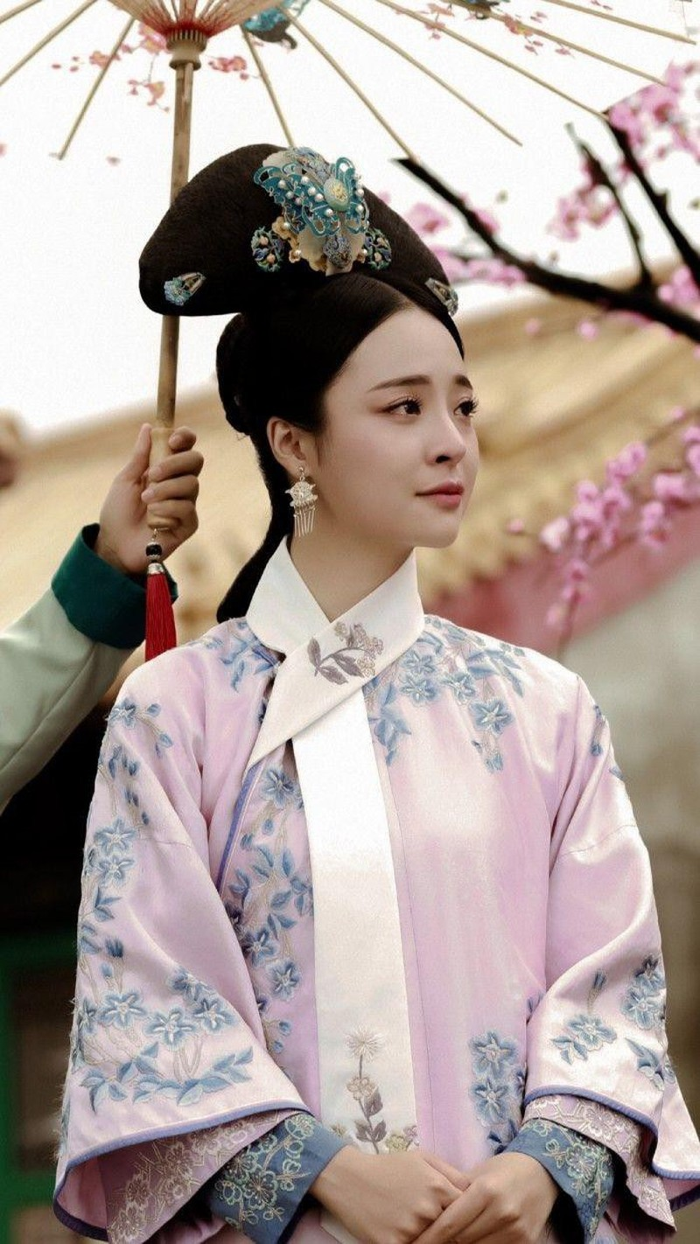 Ly do phi tan nha Thanh luon deo mot dai lua trang-Hinh-3