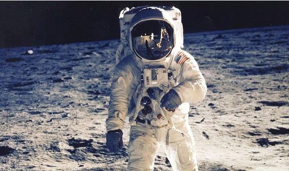 Co that la tau vu tru Apollo 11 cua NASA da dua nguoi len Mat Trang?