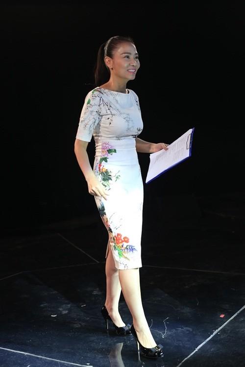 Chong dinh lum xum dau to, Thu Minh van tuoi cuoi nhu the nay!-Hinh-2