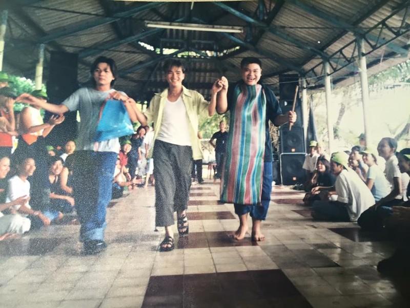 """Dam Vinh Hung cung tung co mot thoi """"tre trau"""" nhu the!-Hinh-3"""