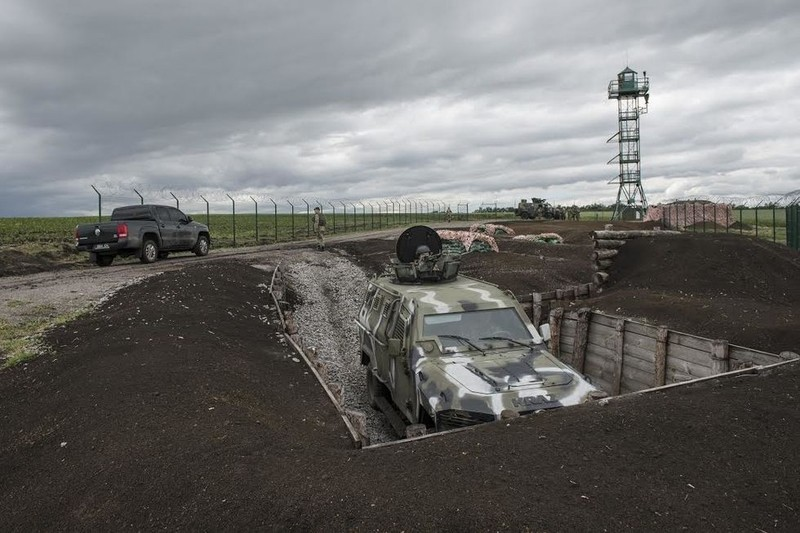 Chum anh so phan ham hiu cua hang rao bien gioi Ukraine-Nga-Hinh-8