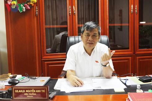 Giao su Nguyen Anh Tri nghi huu, nhieu nguoi roi nuoc mat